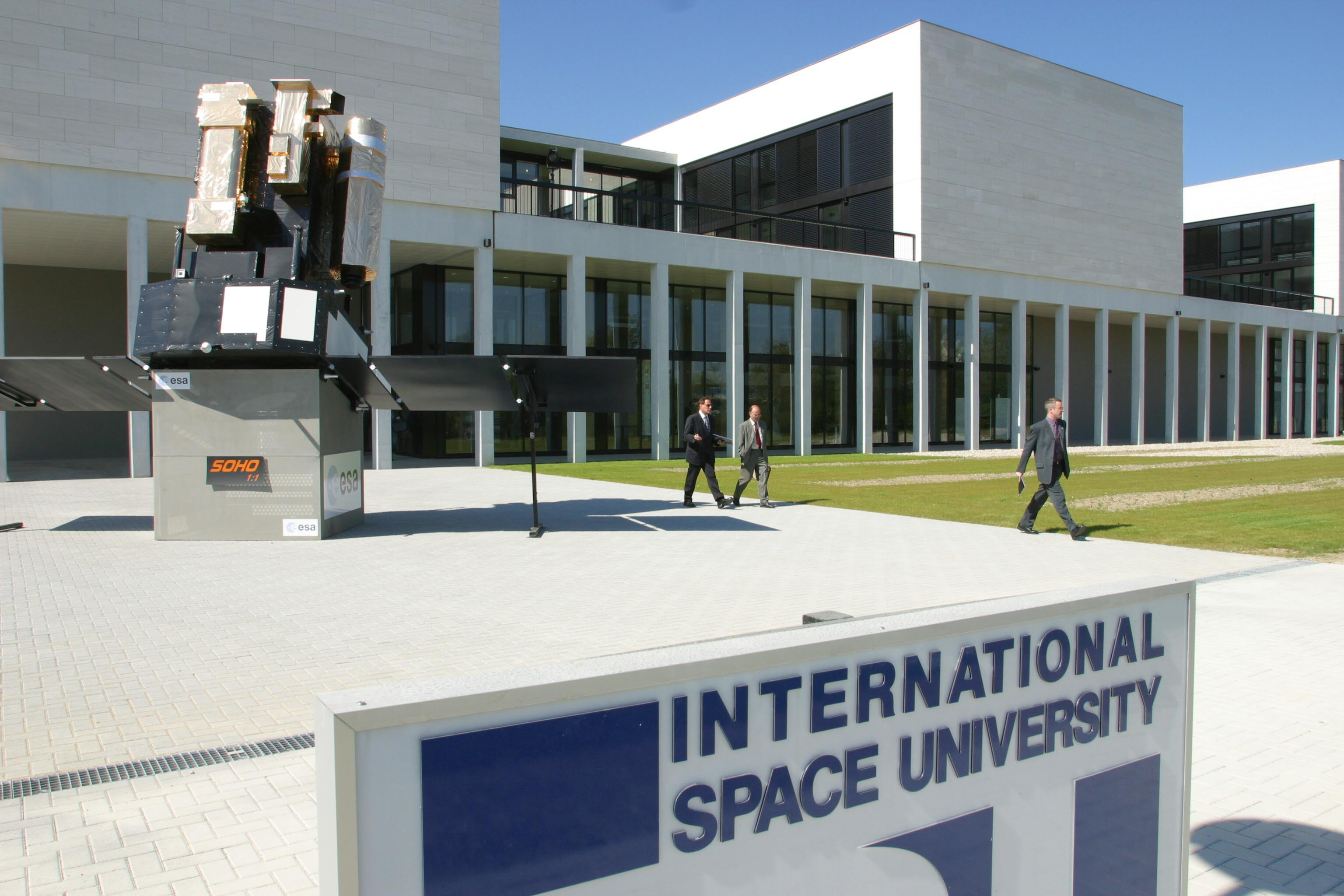 Survey: An International Institute for Space Safety