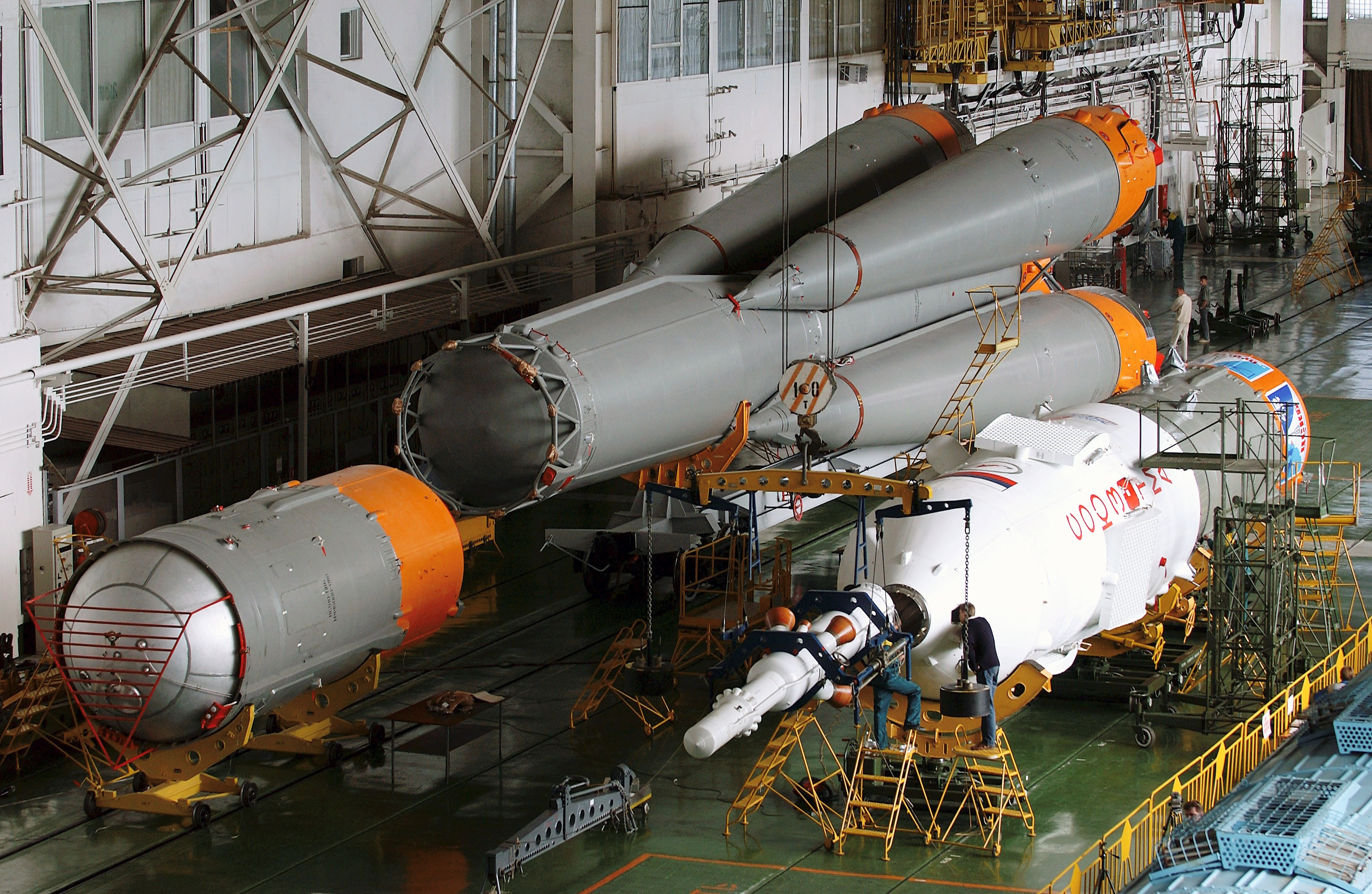 Soyuz_rocket_assembly