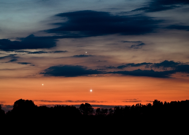 Photograph of hte triple conjunction of Venus, Jupiter, and Mercury on May 26 outside Szubin, Poland (Credits: Marek Nikodem/Spaceweather.com).