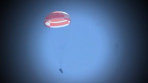 The full-scale IXV is slowed down by the parachute deployment after being released from an altitude of 3000 m by a helicopter (Credits: ESA).