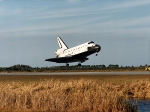 Discovery touches down at the Kennedy Space Center on 27 January 1985, following the shortest operational flight in the shuttle's 30-year history (Credits: NASA).