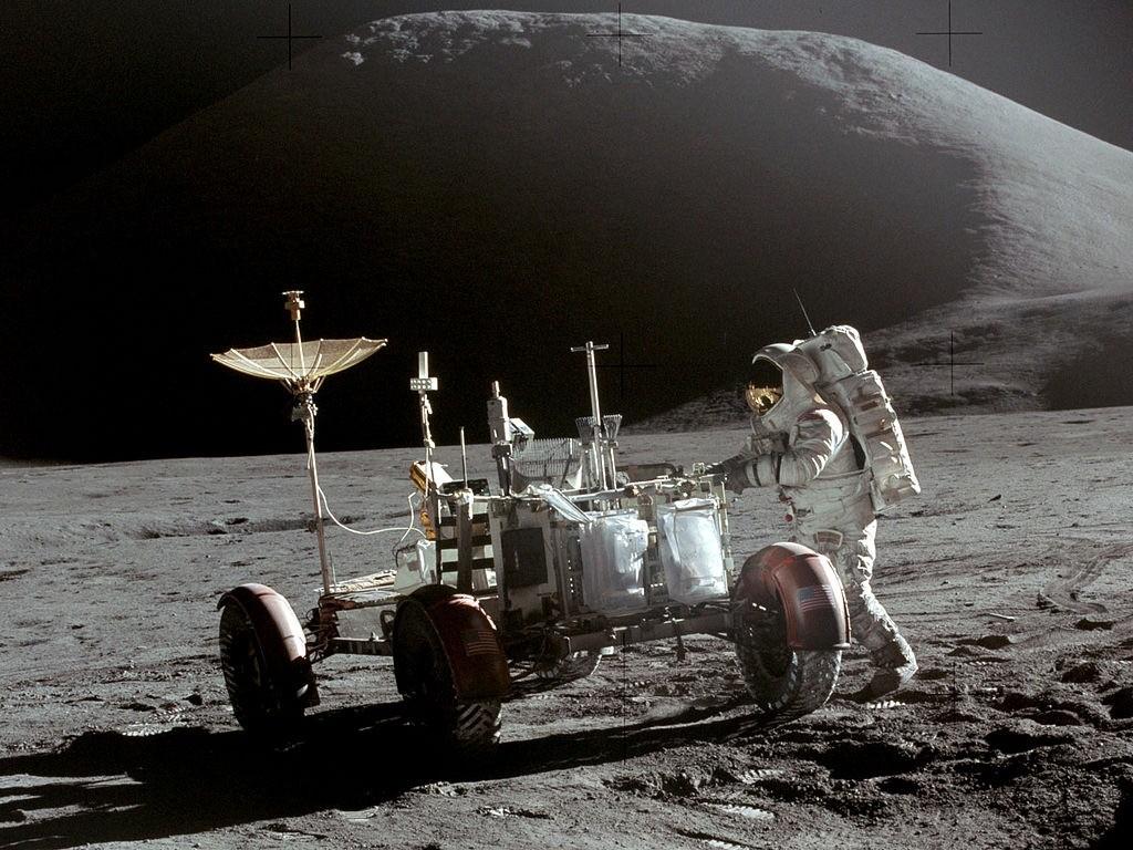 Jim Irwin moonwalk during Apollo 15.