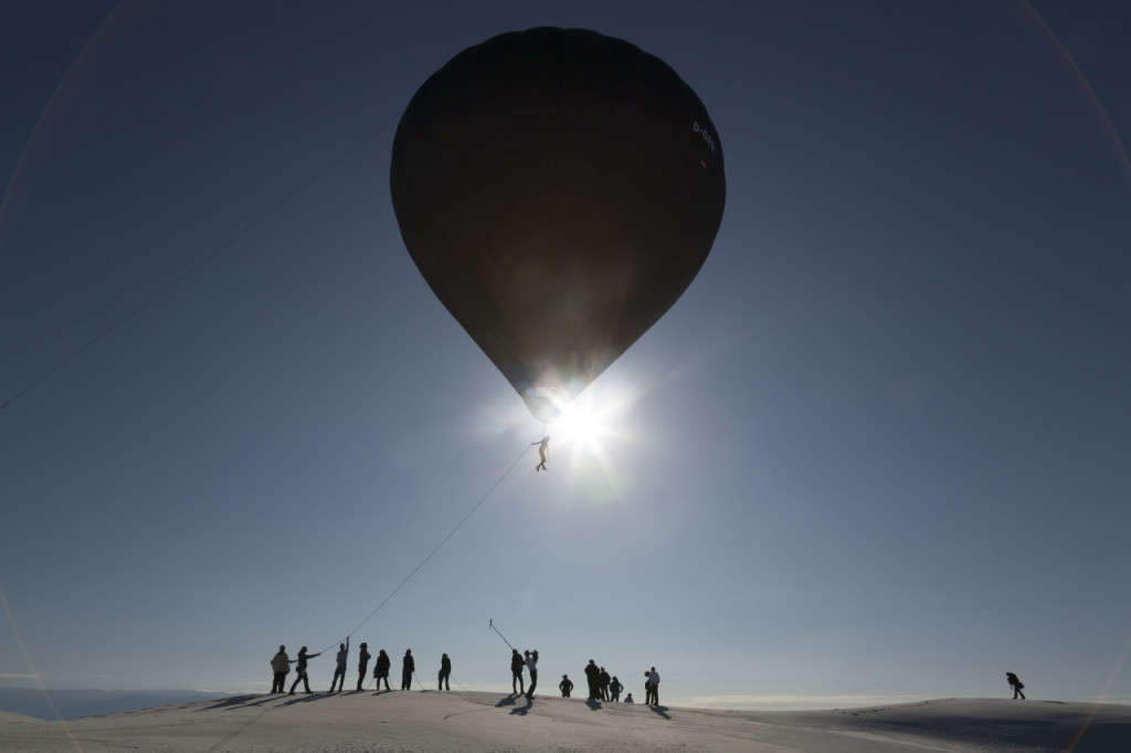 "Aerocene, launches at White Sands Dunes, 2015 The launches in White Sands and the symposium ""Space without Rockets"", initiated by Tomás Saraceno, were organized together with the curators Rob La Frenais and Kerry Doyle for the exhibition ""Territory of the Imagination"" at the Rubin Center for the Visual Arts. credits: the artist; Tanya Bonakdar Gallery, New York; Andersen's Contemporary, Copenhagen; Pinksummer contemporary art, Genoa; Esther Schipper, Berlin. Photography Studio Tomás Saraceno."