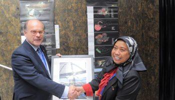 IAASS President Tommaso Sgobba with Malaysian High Commissioner Dato'Hayati Ismail (Credits: Norul Ridzuan).