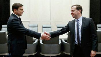 Former Deputy Defense Minister Oleg Ostapenko with Prime Minister Dmitry Medvedev (Credits: RIA Novosti/Dmitry Astakhov).