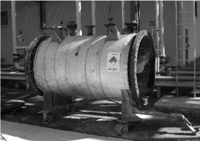 KD-502 polymer catch tank (actual vessel with one cover removed) (Credits: Amoco Polymers, Inc.)