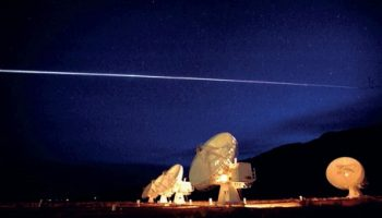 Columbia streaking over the Very Large Array radio telescope in Socorro, New Mexico (Credits: NASA).